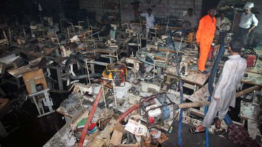 Pakistan: die Textilfabrik Ali Enterprises nach dem Brand vom 11. September 2012