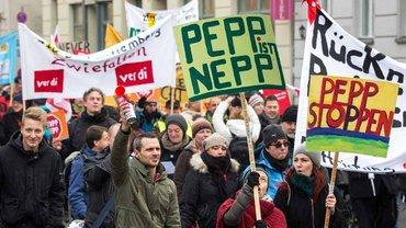Psychatrie-Beschäftigte demonstrieren für mehr Personal und bessere Arbeitsbedingungen