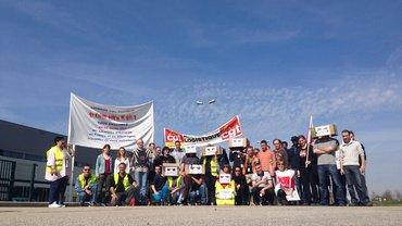 50 von 300 Streikenden bei Amazon in Chalon/Frankreich