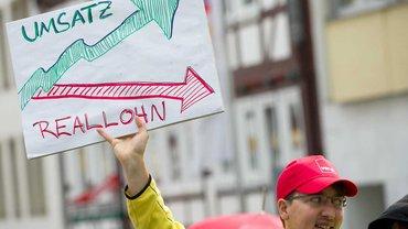 Satte Gewinne, niedrige Löhne – das Geschäftsmodell zieht bei den Amazon-Beschäftigten nicht mehr