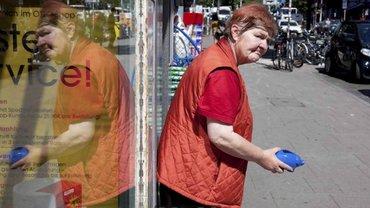 Arme Alte: Sie steht jeden Tag in St. Pauli auf der Straße