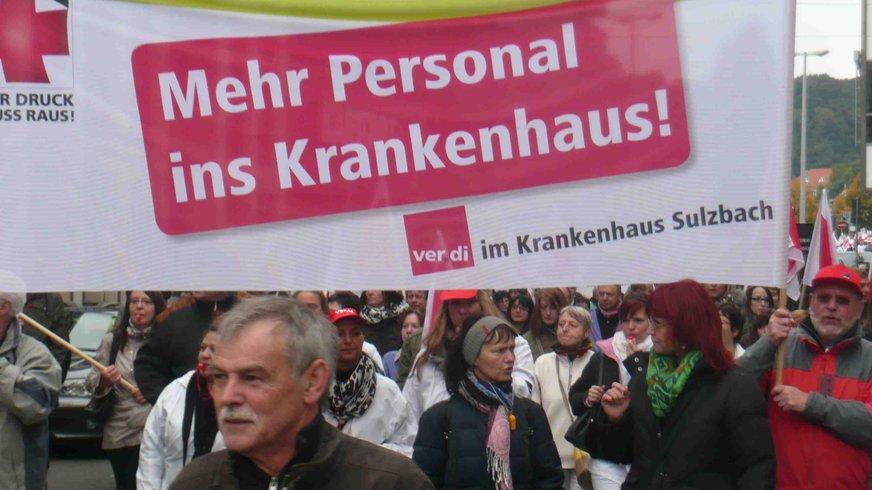 Große Demonstration der Krankenhausbeschäftigten in Saarbrücken fordert bessere Arbeitsbedingungen und mehr Personal