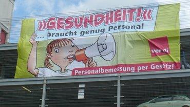 Das große Transparent auf dem Sonnenberg