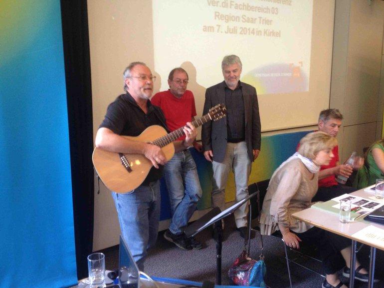 Sigi Becker mit einem singenden Diskussionsbeitrag