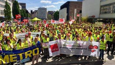 2.000 streikende Handelsbeschäftigte lassen sich nicht ignorieren