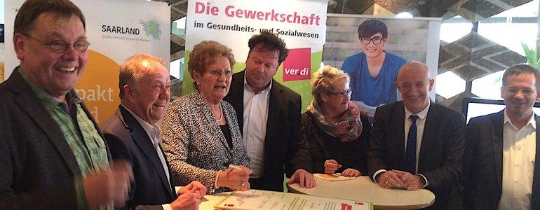Gute Stimmung bei der Unterzeichnung mit Ministerin