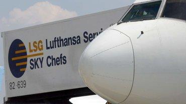 Die Lufthansa schießt wieder einen Vogel ab – sie will ihren Caterer samt 7.000 Beschäftigten outsourcen