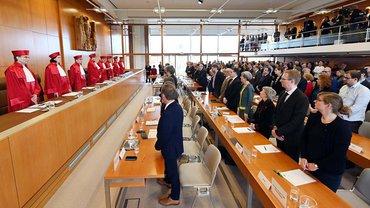 Das Bundesverfassungsgericht vor der Verkündigung seines Urteilspruchs
