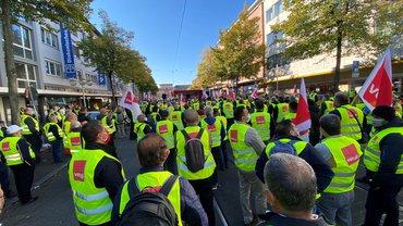 Streikende auf der Straße